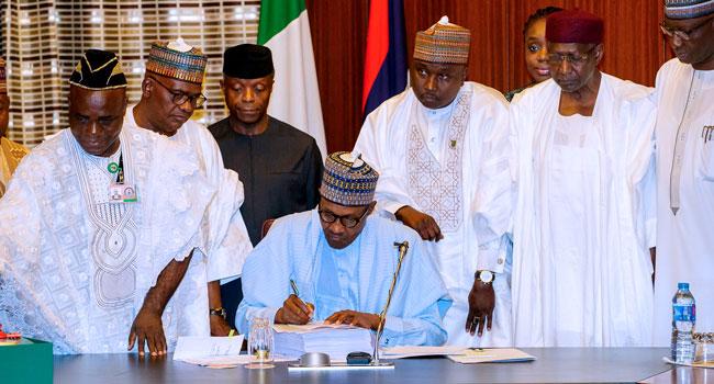 President Muhammadu Buhari Signs 2018 Budget – Giditrendz