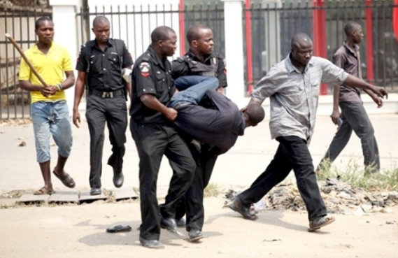 2 Fake Revenue Collectors Caught And Molested In Ibadan