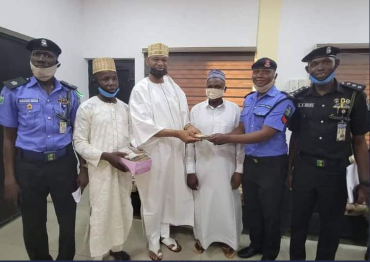 police-sergeant-returns-n1-2m-found-at-the-scene-of-an-accident