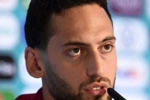 AC Milan's Hakan Calhanoglu breaks silence on his future amid Chelsea transfer links