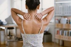 Болит шея с левой стороны – симптомы, возможные причины и профилактика. Что делать, если болит шея слева