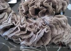 sciarpa-con-lana-volant-a-rete-grigio-1