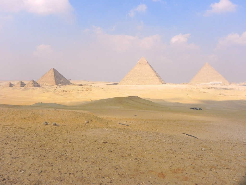 Giza plateau by Antoine Gigal