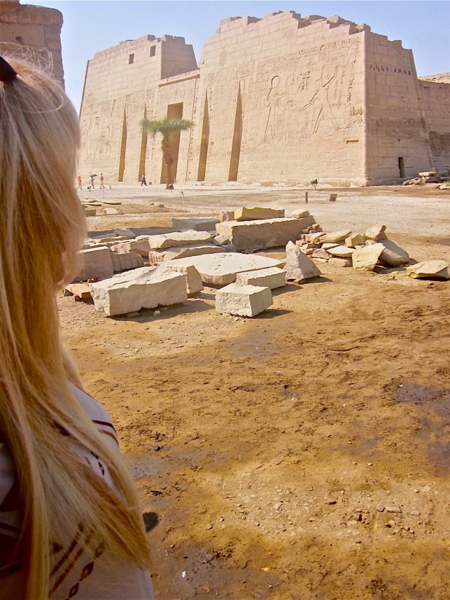 Medinet Abu Temple : a million of years temple by Antoine Gigal