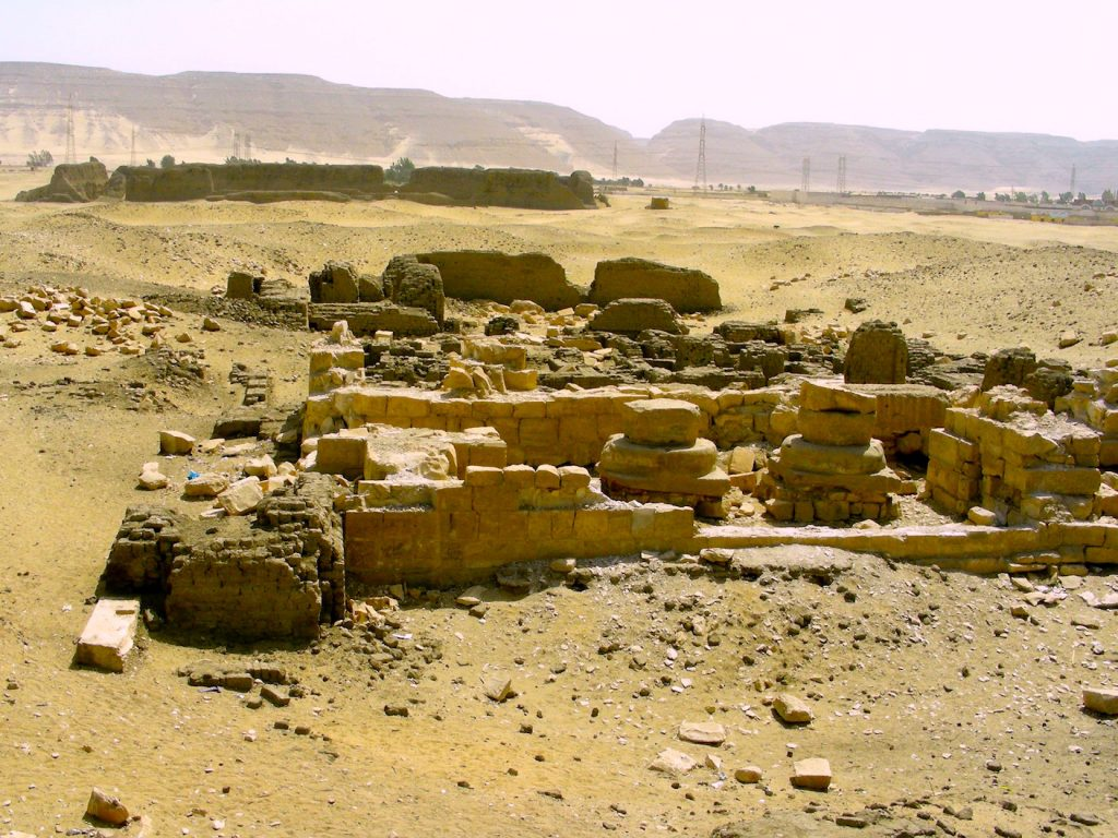 khasekhemwy fortress at the horizon by Gigal