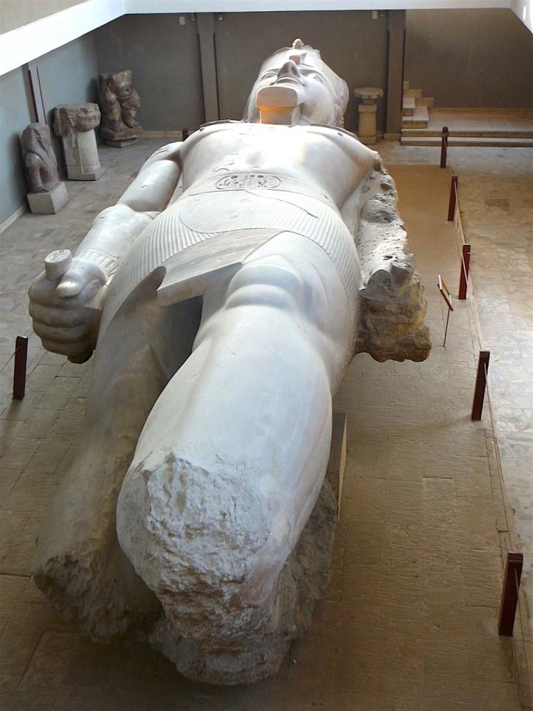 statue de Ramses II à Memphis par Antoine Gigal