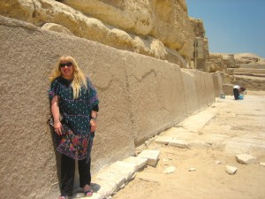 looking_very_molded_stones_in_Giza