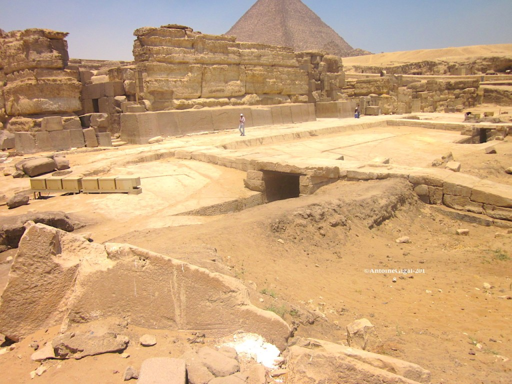 port_devant_temple_du_sphinx