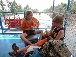 Kaertenspielen als Zeitvertreibung auf dem Boot...