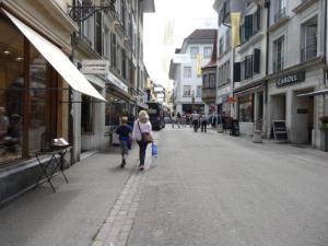 Da sind noch zwei andere im Ausgang in Solothurn...