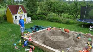 Ob die Sonne scheint oder ob es regnet, ein Sandkasten dieser Grüsse ist fast immer attraktiv...