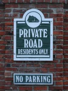 Solche Schilder sind nicht nur selten...