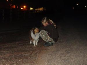 und Julia zieht die Hunde an! :-)