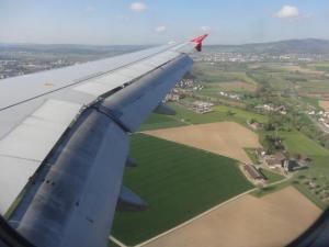 Nach einer langen Flugreise... endlich sehen wir schweizer Boden...