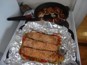 Petar und Torun bekochten uns wunderbar... man geht wirklich nie hungrig vom Tisch... :-) Lachs & Fiskeboller.... das war lecker!