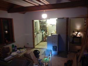 Der Ofen steht und der Wandteil zur Küche ist auch weg.