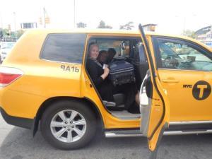 In New York mussten wie den Flughafen wechseln... als Claudio den Taxifahrer fragte was er tolles von der Stadt berichten konnte... sagte er nicht viel gutes.... hat aber 40 jahre dort gearbeitet als Taxifahrer!