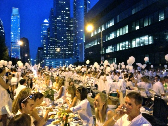 Diner en Blanc Philadelphia 2013 after sunset