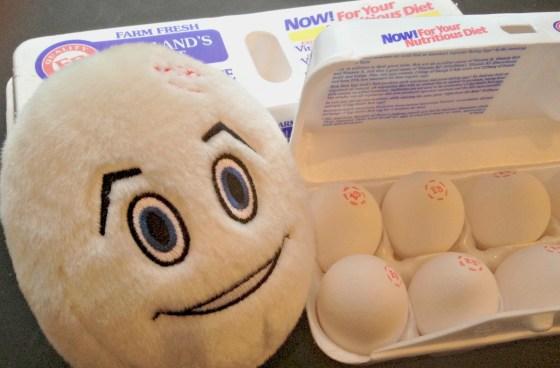 hummus deviled eggs via gigglesgobblesandgulps.com