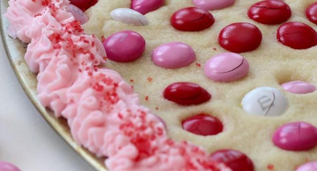 Jumbo Sugar Cookie for Valentine's Day | Mini Chef Mondays