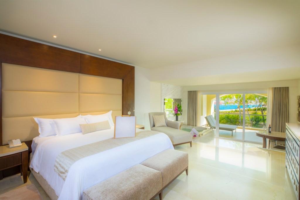 Room 89227-231 Presidential Suite .