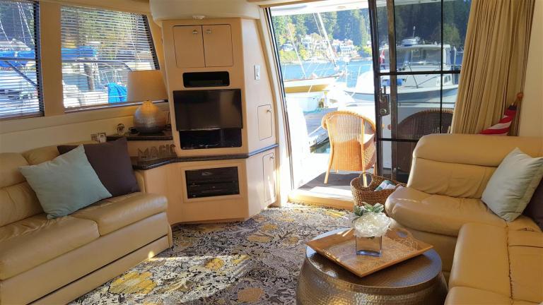 guest yacht salon