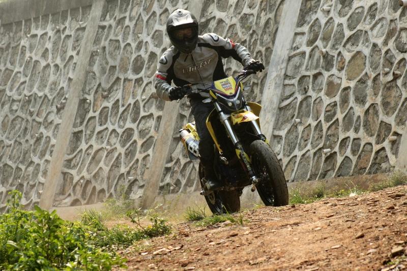 https://i2.wp.com/gilamotor.com/wp-content/uploads/2011/11/Suzuki-Satria-Supermoto-11.JPG