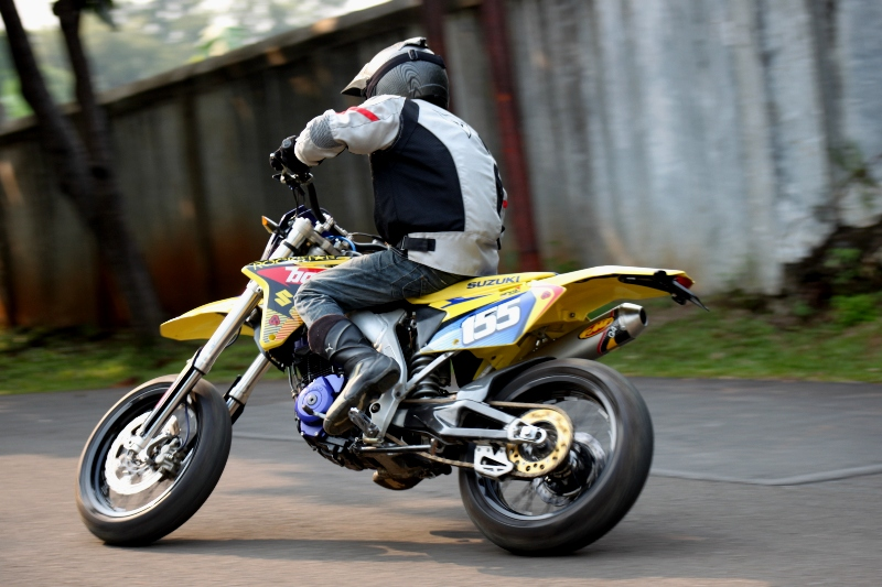 https://i2.wp.com/gilamotor.com/wp-content/uploads/2011/11/Suzuki-Satria-Supermoto-23.JPG