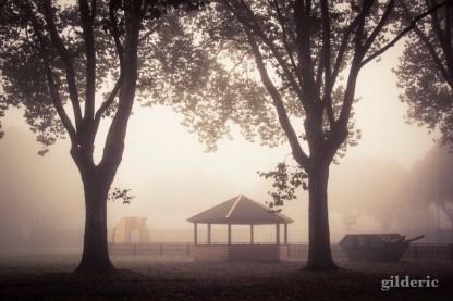 Le Kiosque dans la brume (Grivegnée) - Photo : Gilderic