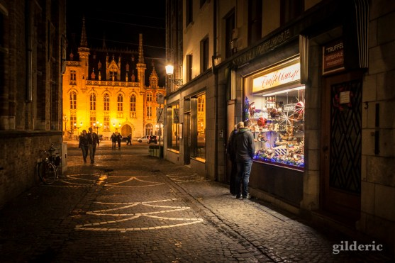 Les amoureux et le chocolat (de Bruges)