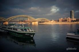 Pont et bateau sur le Rhin