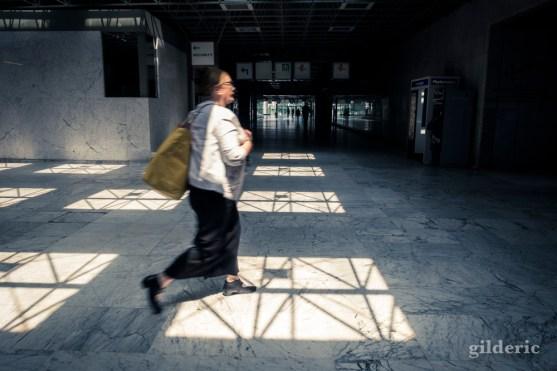 Voyageuse pressée (Gare du Nord, Bruxelles)