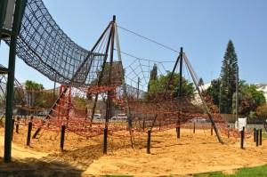 מתקן טיפוס חבלים בפארק רמת השרון