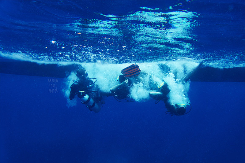 Gili Divers Andy entering water with students