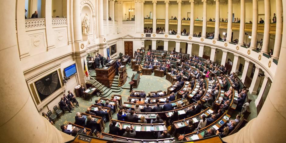"""Renouveau politique : les """"plus"""" et les """"moins"""" du rapport de la Chambre"""