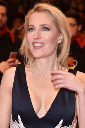 gillian-anderson-at-viceroy-s-house-premiere-in-berlin_4