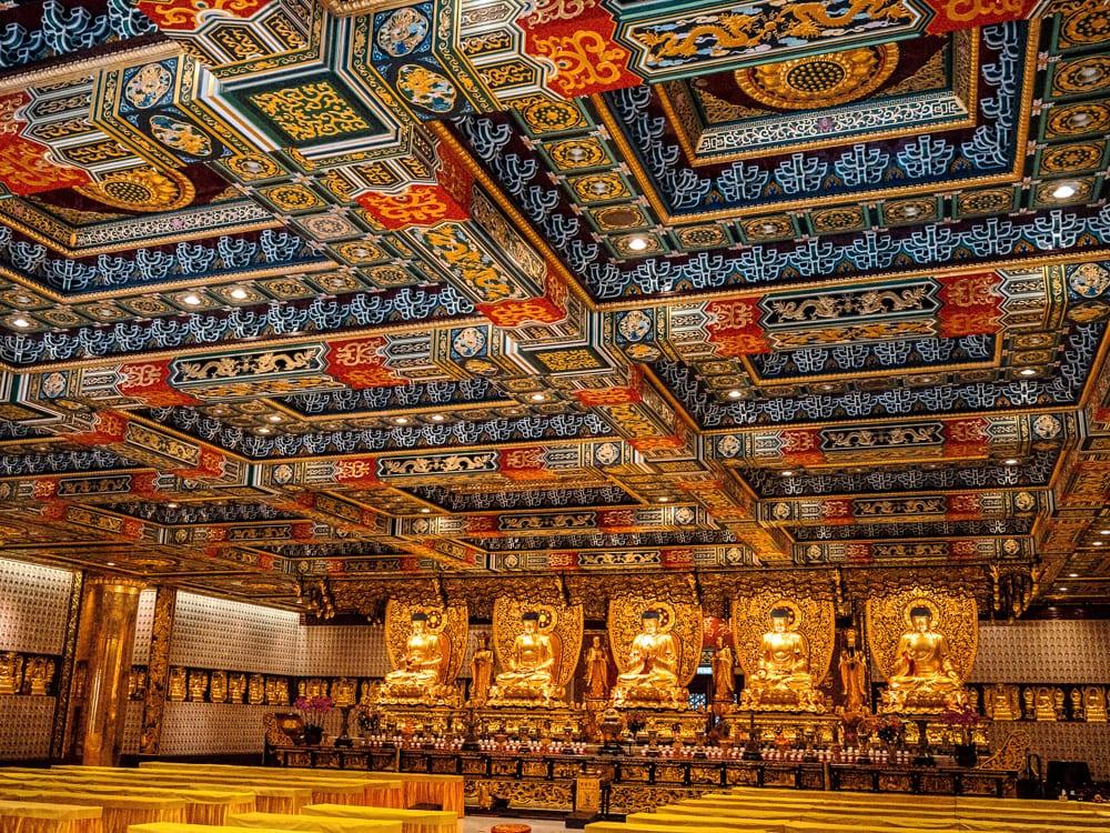 Les 5 bouddhas d'or du monastère de Po Lin