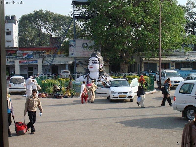 Bahnhofsvorplatz in Haridwar