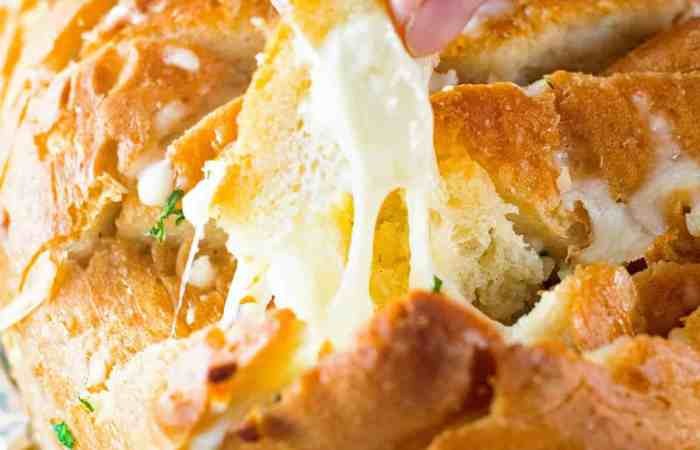 Grilled Cheesy Garlic Pull Apart Bread Cheese Pull