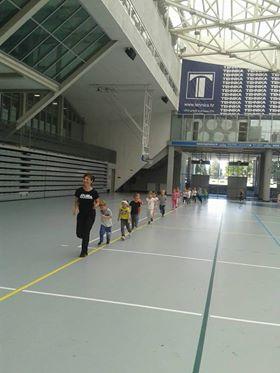 Profesorica Tomac-Rojčević i mališani iz Dječjeg vrtića Igra