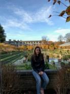 The Sunken Gardens. Princeza Diana jako je voljela englesko vrtlarstvo i u ovom je vrtu svake sezone sudjelovala u odabiru cvijeća. Zasađen je 1908. U njemu su princ Harry i Meghan objavili zaruke.