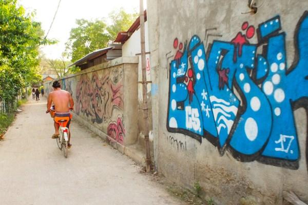 ギリ島でサイクリング
