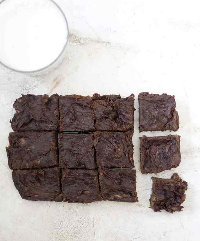 4 Ingredient Vegan Protein Brownies