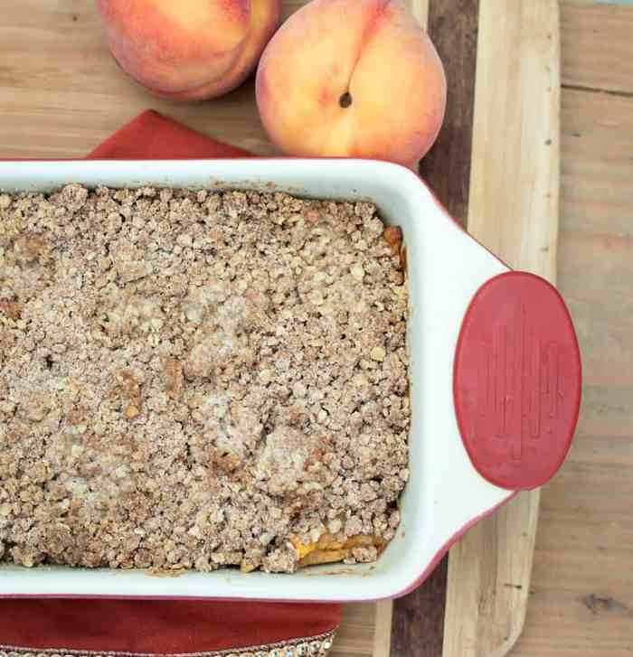 Easy Vegan Peach Cobbler Crisp
