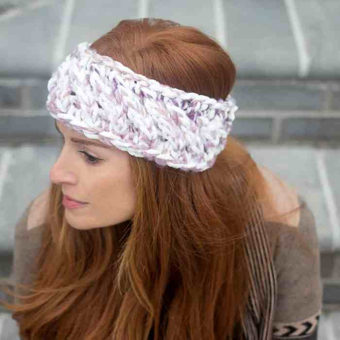Swirl Headband Knitting Pattern by blogger Gina Michele