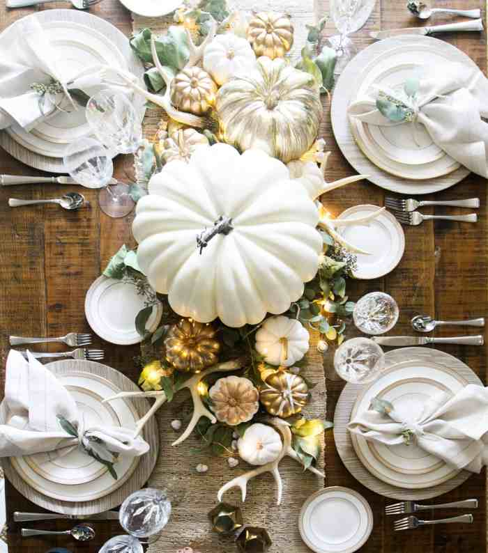 White and Gold Thanksgiving Table Setting