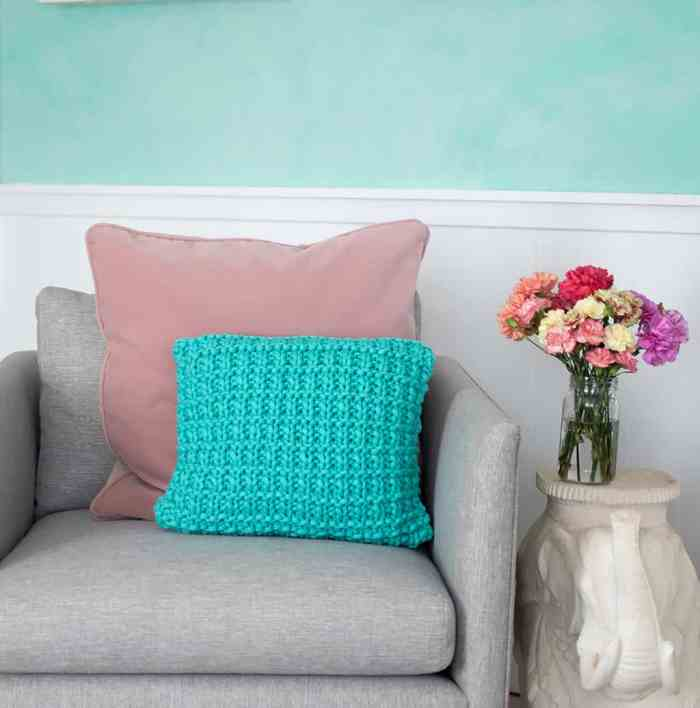 Hurdle Stitch Pillow Knitting Pattern and Video Tutorial