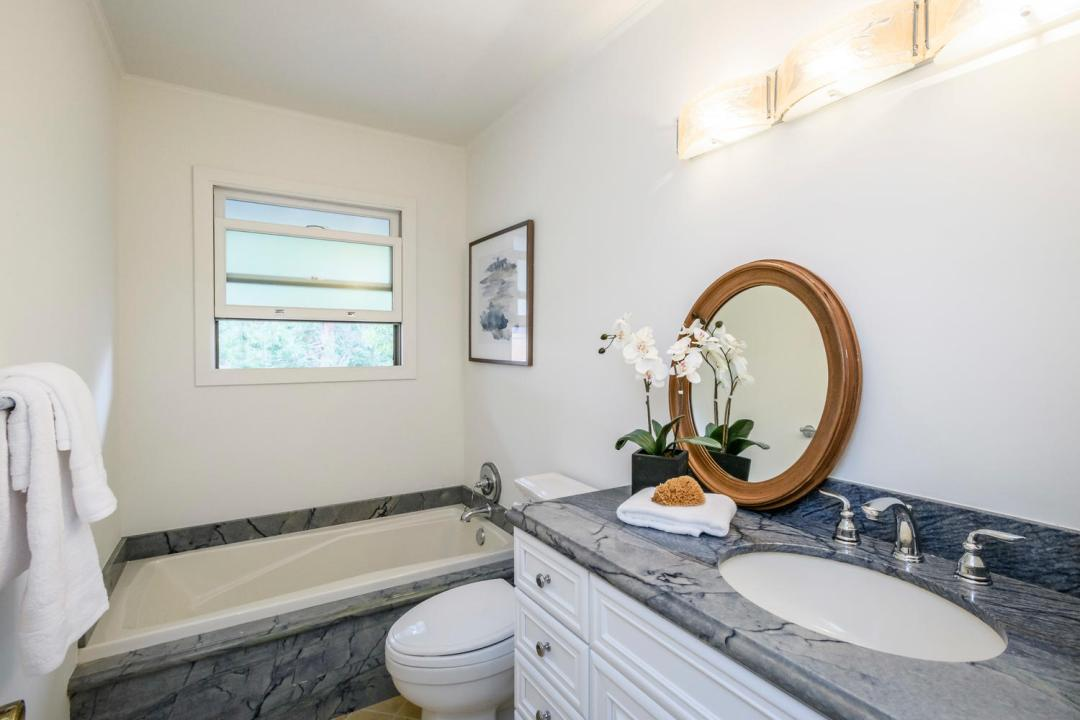 3029 Canyon Rd Burlingame CA-large-026-32-Bathroom-1500x1000-72dpi