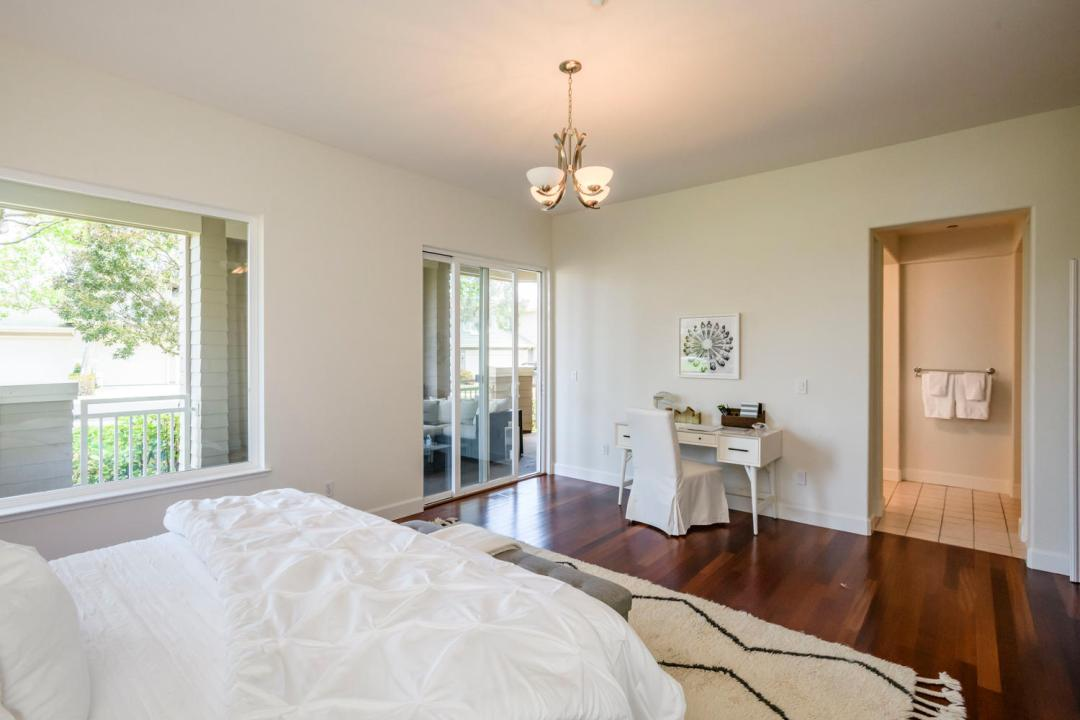 173 Red Hawk Ct Brisbane CA-large-029-27-Master Bedroom-1500x1000-72dpi