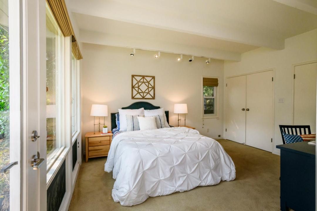 110 Los Montes Dr Burlingame-large-029-17-Bedroom-1500x1000-72dpi